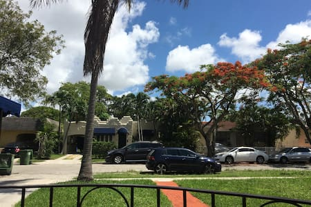 Efficiency at great location - Miami - House