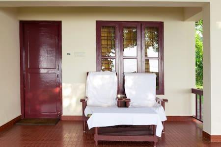 Lakeside Cottage near Vembanad Lake @ Kumarakom - Bed & Breakfast