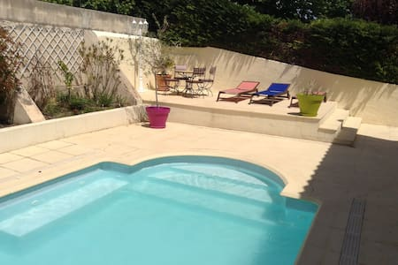 Room in a house with swimming pool - Allauch - Bed & Breakfast