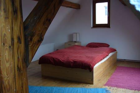 Dachzimmer nähe Frankfurt a.M. - Nidderau