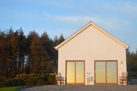 Irish Cottage with Gorgeous views - Apartment