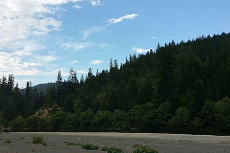 AVENUE OF THE GIANTS Private Campground. 15 acres. - Miranda - Cabin