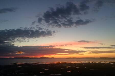 Un des plus beau coucher de soleil du monde! - Cacouna - Hytte (i sveitsisk stil)