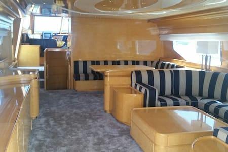 Luxury Yacht Fiumicino Ostia - Fiumicino - Bed & Breakfast