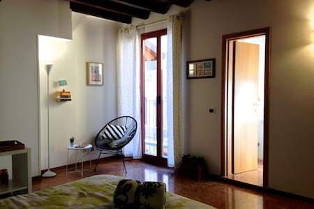 """Typical """"Bolognese"""" Central Flat - Bologna - Apartment"""