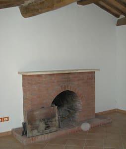 Mansarda nel centro storico di Castel del Piano - Wohnung