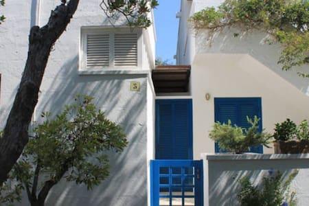 nella macchia mediterranea a due passi dal mare - Apartment