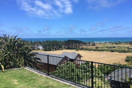 Stunning Muriwai Beach spacious haven - Muriwai - Haus