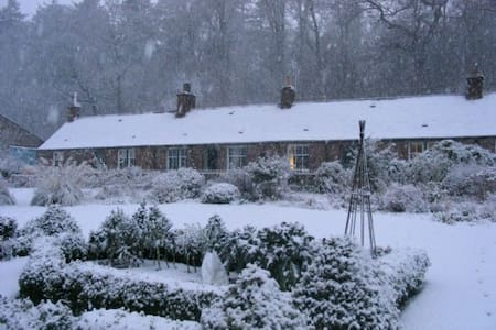 Littleton of Airlie Farm Cottages - Kirriemuir - Hus
