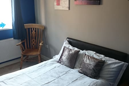 Close to the Pennines and train station - Bed & Breakfast