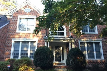 Large home in the midst of a great tri-city area - Millersville - Casa