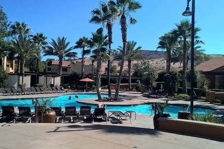 Malibu Canyon Oasis - カラバサス - アパート