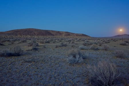 Mojave High Desert Off-Grid Campsite - Mojave