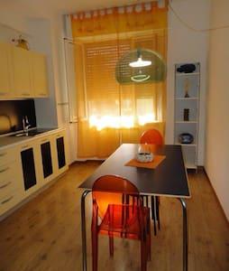 Delizioso Appartamento in Centro Sarzana - Sarzana - Apartment