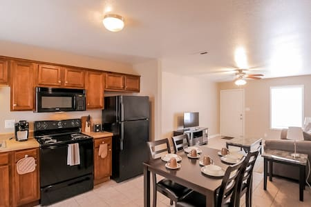 Fully Furnished, 3 Bedrooms (B2) - Clarksville - Apartment