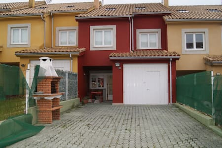 Townhouse just 500m from the beach - Hus