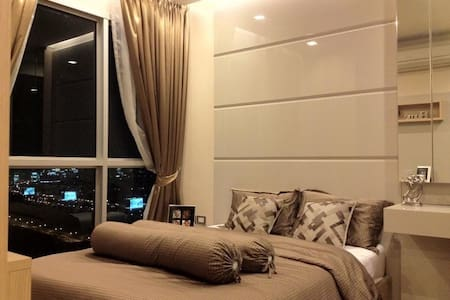 5 Stars Condominium Step from ARL-MRT interchange - Apartamento