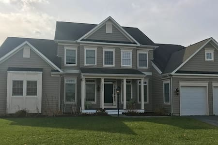 Beautiful Home w/ Pool, Hot Tub, Pool Table & MORE - Lewes