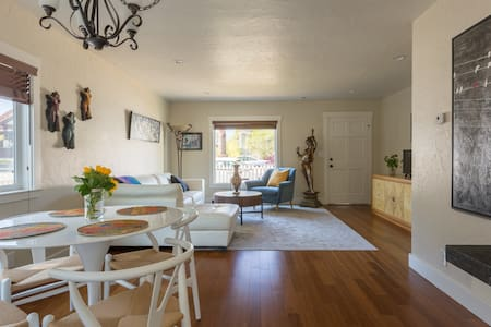 Charming Brand New Home in Downtown SLO - Ház