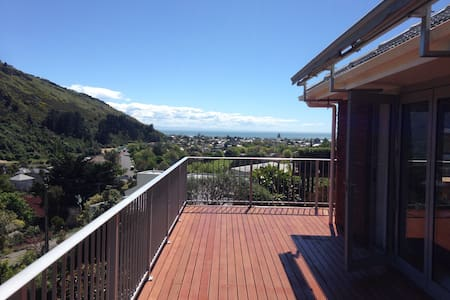 Modern house with amazing sea views - Christchurch