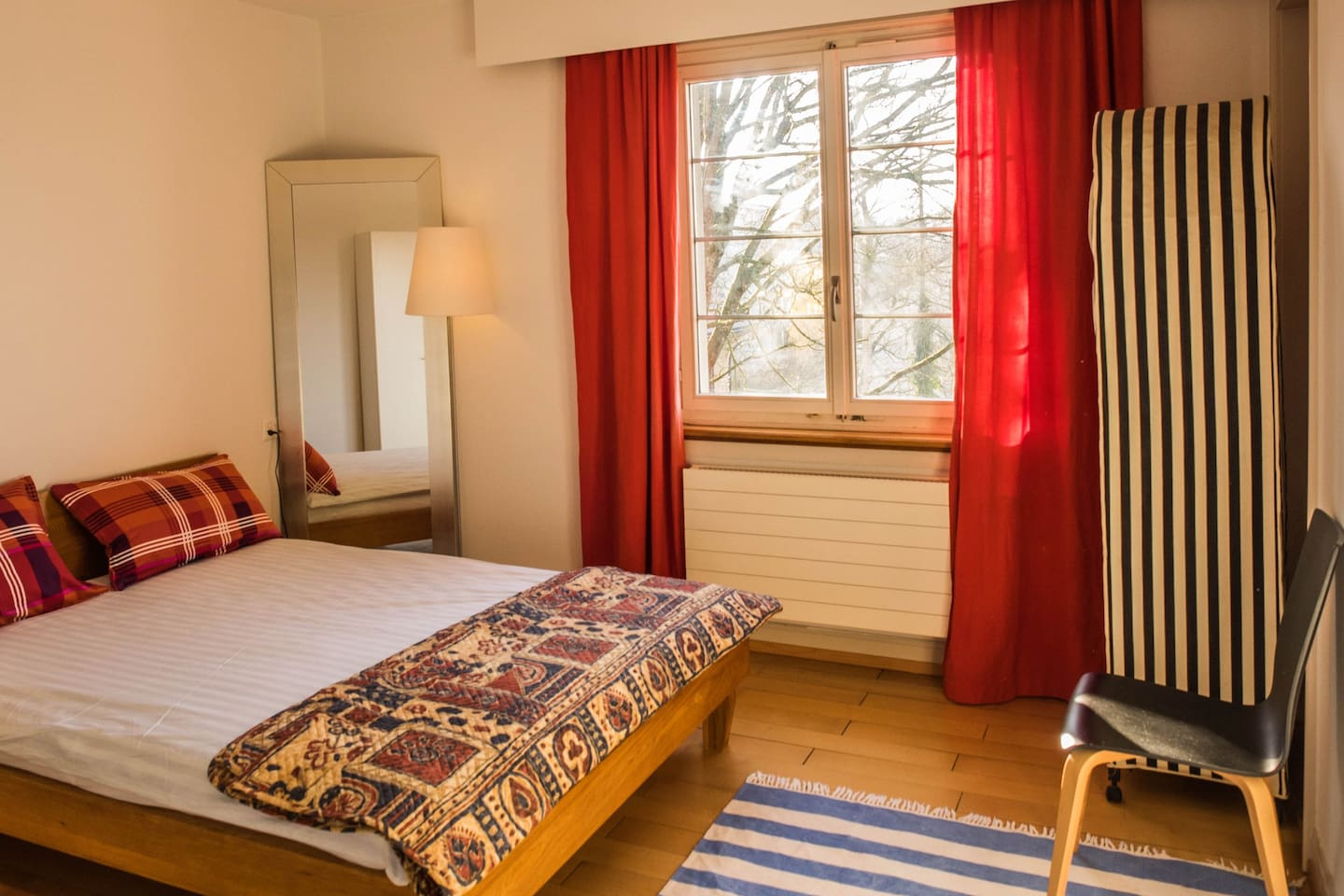 Bedroom with a queen-sized double bed (180-200).