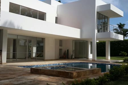 Beautiful, New Home in Maracay Cerritos Pereira - Haus