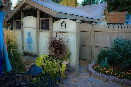 Cozy Cottage near downtown Colorado Springs - Casa de hóspedes