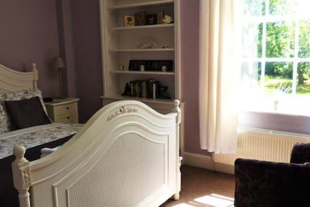 Deluxe King Room, Peaceful Grade II Listed House - Chester - Bed & Breakfast