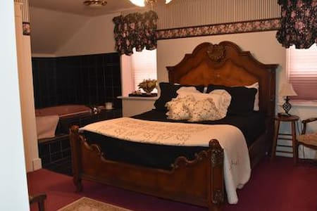 Historic B&B in the Amana Colonies (#4) - Bed & Breakfast