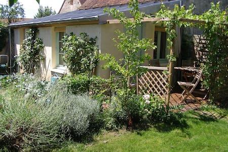 La petite maison dans le jardin - Bungalow