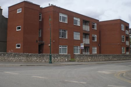 Cozy Comfortable Spacious Two Bedroom Apartment - Rathmines - Byt