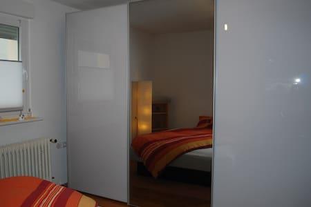 klein & fein: schicke EG Wohnung mit Wasserbett - Ludwigshafen am Rhein