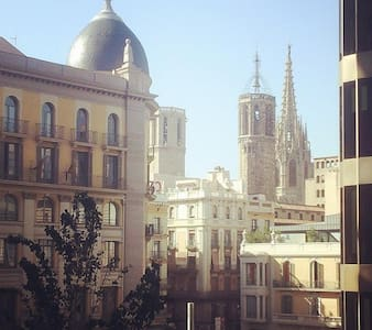 Rent a room with double window with views to the Gothic Cathedral in the trendy and charming neighborhood of Born, the old city center in l'Argenteria street, just in front of metro jaume I.