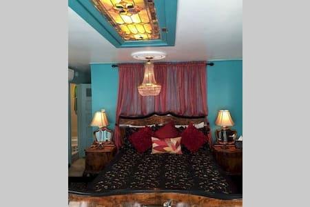 Grace Kelly Room, Bogart's B&B - Pousada
