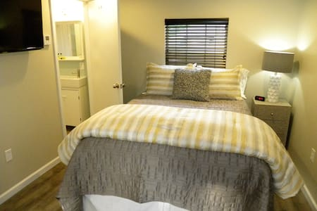 Just renovated guest home in Historic District! - Memphis - Villa