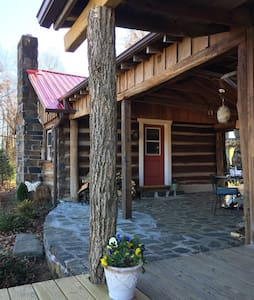 The Log Home at Mayberry - Meadows of Dan