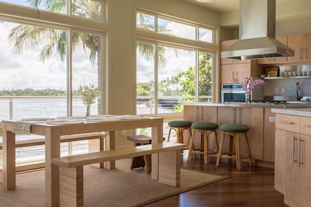 Modern Oceanfront House - Walk to Downtown Hilo! - Fil