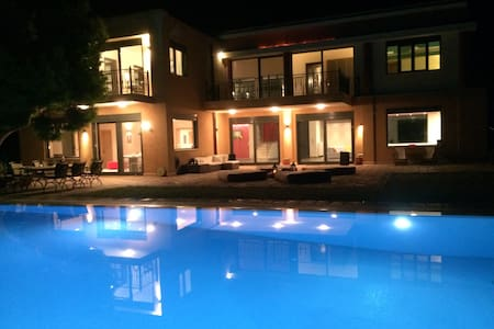 Distefi Hills, Holiday Home up to 18, Anavyssos - Anavyssos