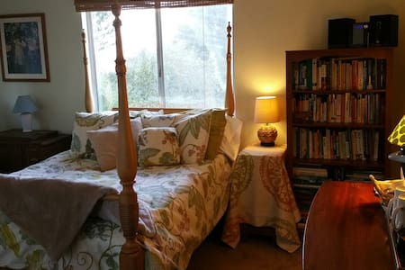 Bright private rooms in wine country - Atascadero