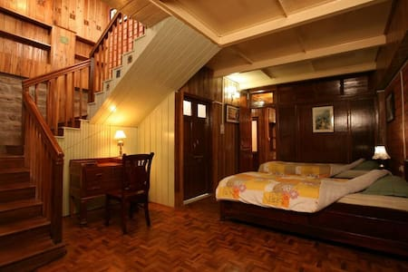 Family Suite at a Colonial Place | in Kurseong - Villa
