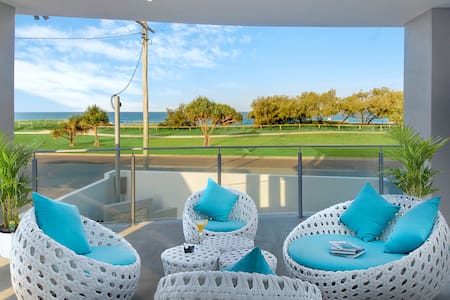 Ocean Villa - Beachfront - Discounted by 10% - Buddina