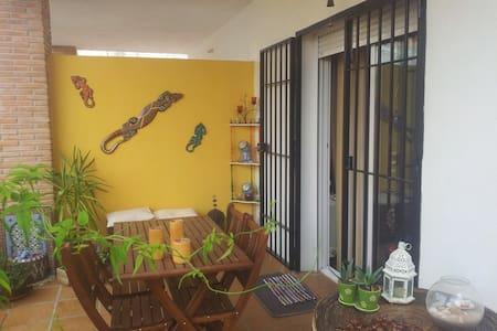 Habitación y baño privado para dos - Apartment