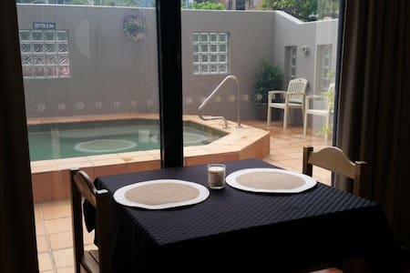 Studio Apartment near Beach and Sho - Caloundra - Flat