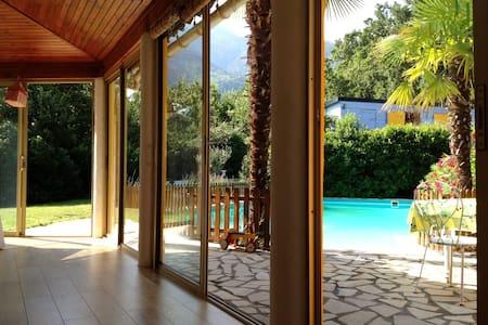 Mooie Villa in de Natuur met groot privaat Zwembad - Clara
