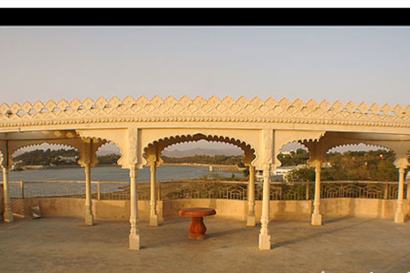 LAKE VIEW STAY IN UDAIPUR