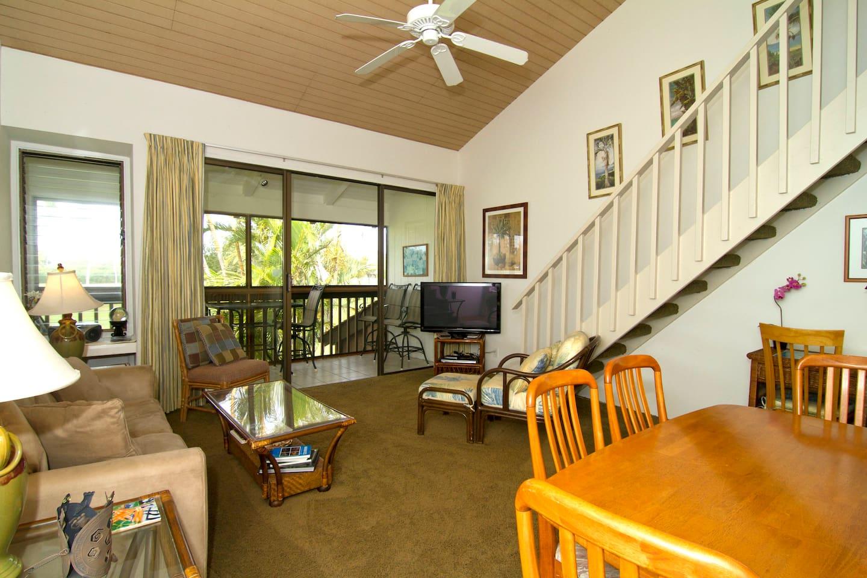 Living room with ocean-facing Lanai (veranda) in the back