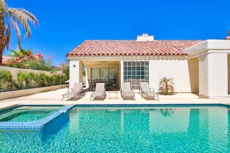 Spacious Pool Villa - Dom