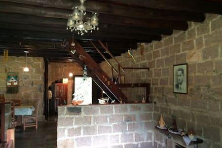 Chalé em condomínio fechado. - House