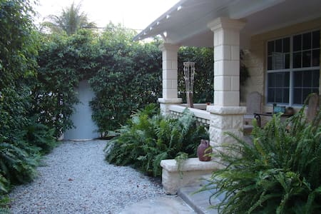 Tropical Elegance Close to All(2-A) - Miami - House