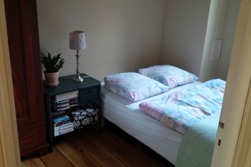 1 bed and it is 120*200